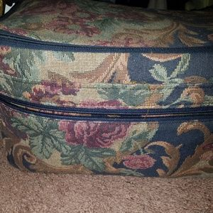 Showline tapestry carry on bag